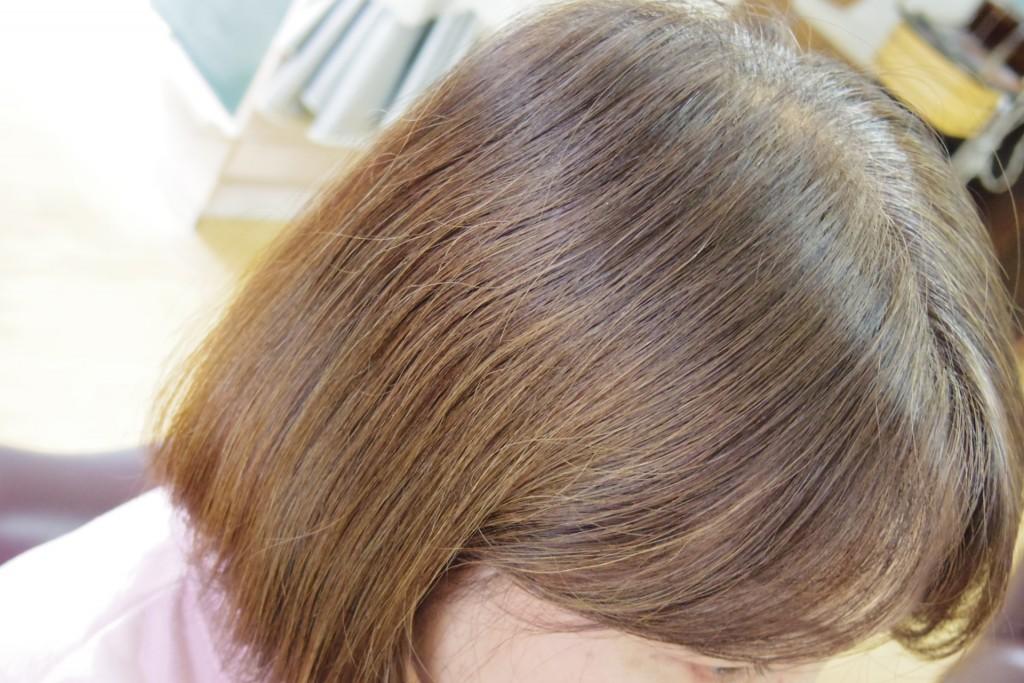 明るい白髪染めの髪