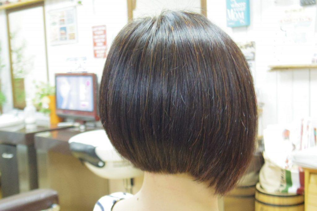 ハナヘナナチュラルで染めた髪色後ろから